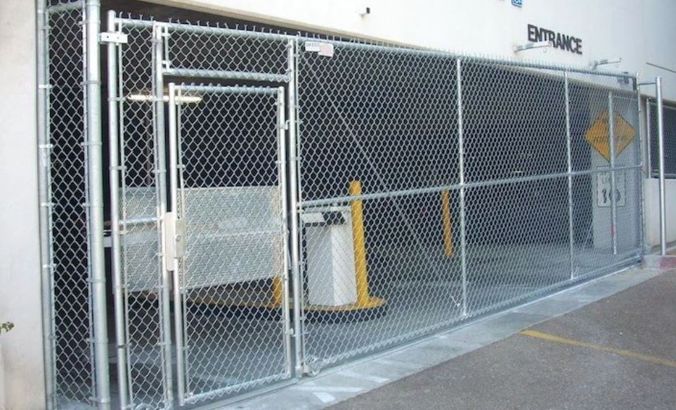 """Considering a chain link fence? Let 3G Fence expertly install a quality chain link fence that's ideal for your needs. Our standard chain link fence is made of galvanized coated steel to protect it from the elements. Vinyl coated fence wire has become the norm these days, it offers some added protection from rust as well as provides a smoother finish that's less likely to scratch the skin. We have the """"vinyl system"""" chain link meaning the entire fence is vinyl coated. All the posts, top rail, fittings and wire are vinyl coated."""